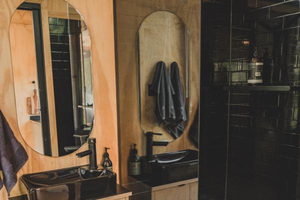 Cabn-Chloe_Bathroom