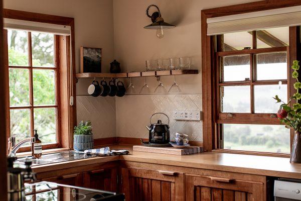 CedarCottageMeander_kitchen_NatashaMulhallPhotography