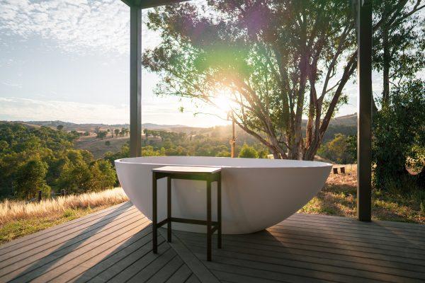Outdoor-tub-at-Kestrel-Nest_Photo-Overland-Travellers