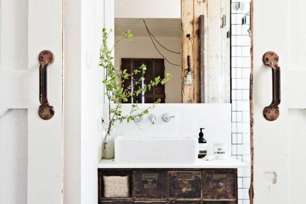 Vintage House DaylesfordKali+Cavanagh+-+Vintage+House+Daylesford+Inside+Out+Image+Bedroom+ensuite