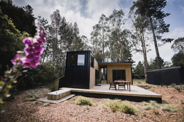 ecoescape: self-contained off-grid tiny-home
