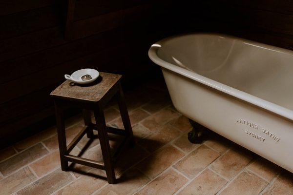 Aframe-Kangaroo-Valley-clawfoot-bath