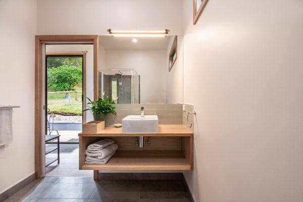 Paradise-Road-Farm-bathroom